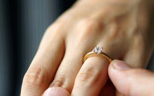 起源は古代エジプト。「婚約指輪」の意味と由来、現代の考え方など